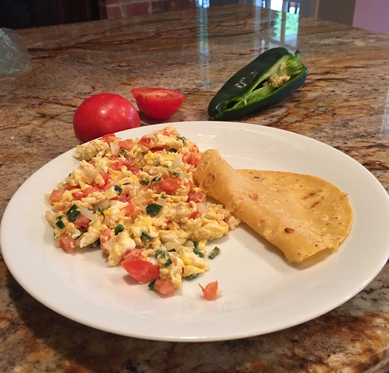 Huevos A La Mexicana - Mexican Egg Scramble - Adán's blog